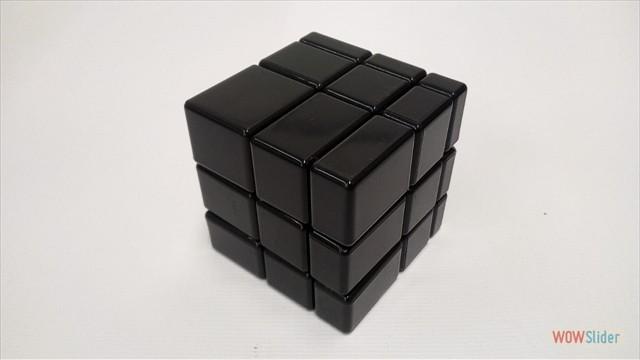 Чёрный зеркальный куб